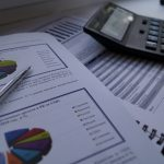 Численность временно неработающих из-за простоя за год уменьшилась