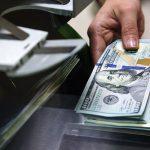Доллары выгоднее хранить за пределами Казахстана