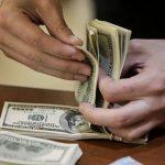 Казахстанцы активно скупают доллары