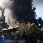 В Алматы горят склады