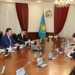 Аскар Мамин встретился с Послом США в Казахстане У. Мозером